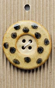 Incomparable BUTTON L331 - large spotted button x 1