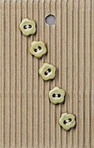 Incomparable BUTTONS  L557 -  tiny natural flowers x 5