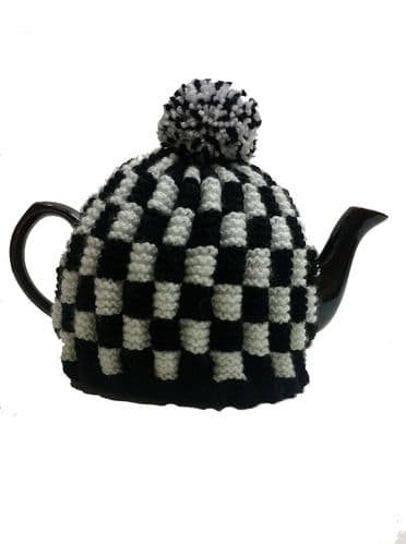 Tea Cosy Black & White Check Retro for 4 to 6 Cup (1ltr) Pot. (1)